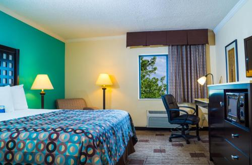 Baymont Inn & Suites Fort Smith Photo
