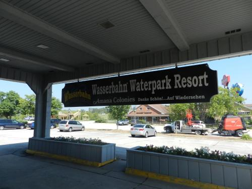 Ramada Williamsburg and Wasserbahn Waterpark Photo