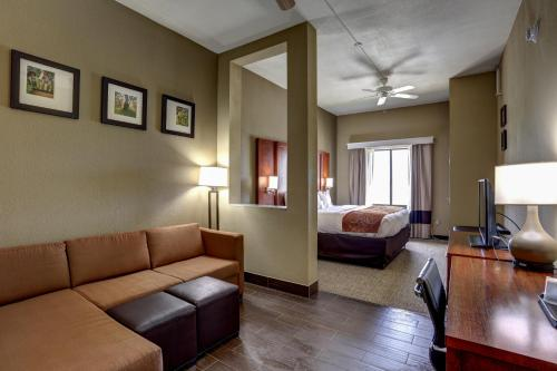 Comfort Suites Batesville Photo