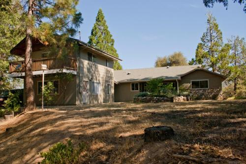 Lazy Bear Lodge - Oakhurst, CA 93644