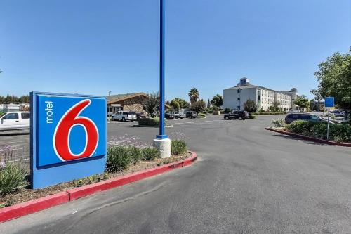 Motel 6 Gilroy Photo
