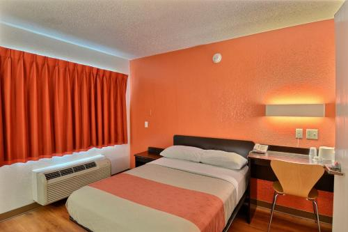 Motel 6 Tewksbury Photo