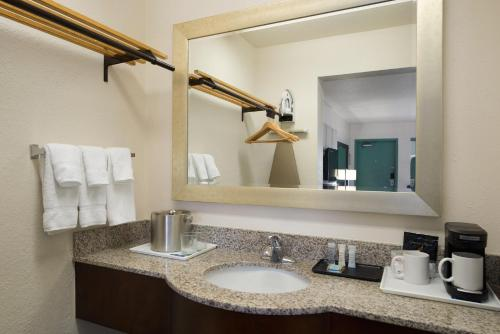 Travelodge Florida City Photo
