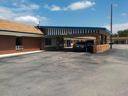 Budget Host Inn Gainesville - Gainesville, TX 76240