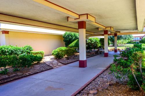 Executive Inn Hotel and Conference Center Photo