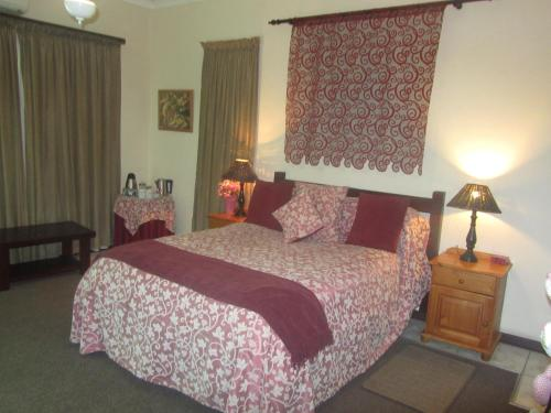 Thatchers Guest House Photo