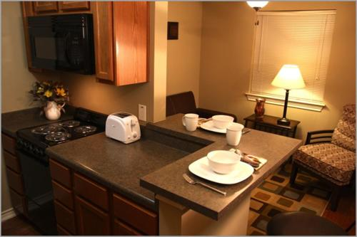 Eagles Den Suites at Cotulla Photo