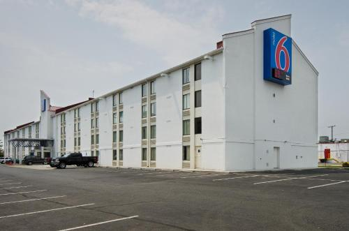 Motel 6 Springfield Photo