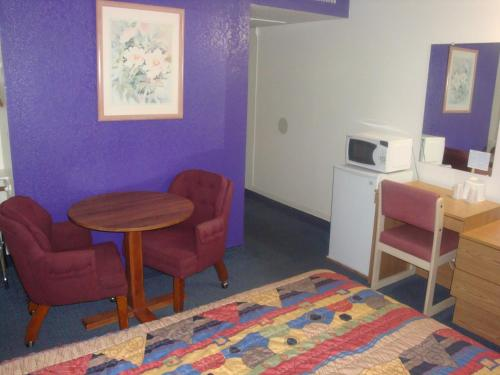 Travelers Inn Lake Havasu Photo