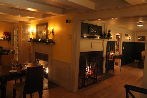 King Hill Inn & Kitchen Photo