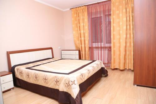 Spacious Apartment with Convenient Location - фото 0