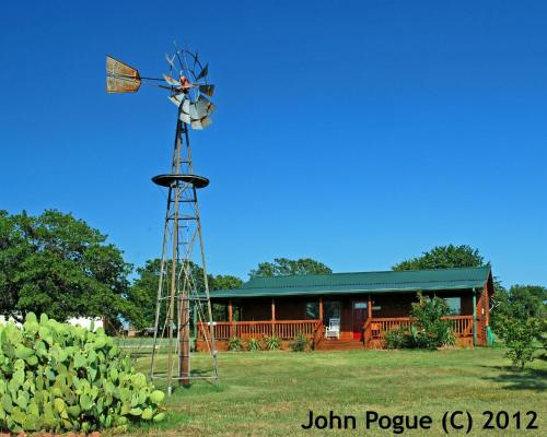 The Windmill Farm Bed and Breakfast - Tolar, TX 76476