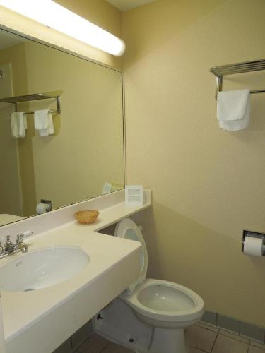 Americas Best Value Inn & Suites Independence Photo