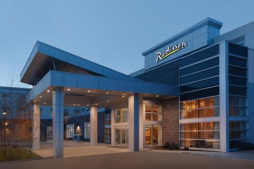 Radisson Hotel & Conference Center Calgary Airport East Photo