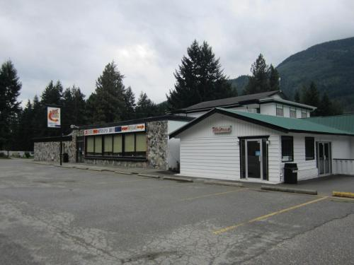 The Mighty Fraser Motel Photo