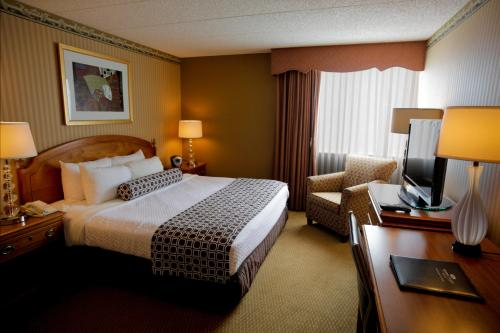 Crowne Plaza Hotel Madison Photo