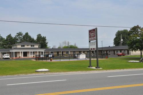 Colonial House Motor Inn Photo