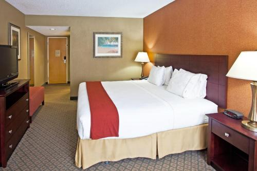 Holiday Inn Express Hotel Clearwater East - ICOT Center Photo