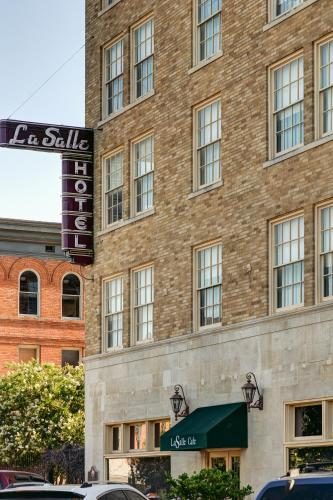La Salle Boutique Hotel and 120 Kitchen & Spirits Photo
