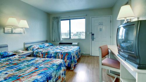 Motel 6 Manhattan Kansas Photo