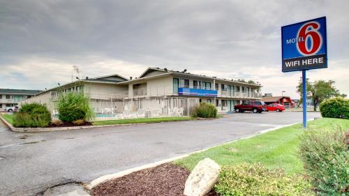 Motel 6 Manhattan Kansas