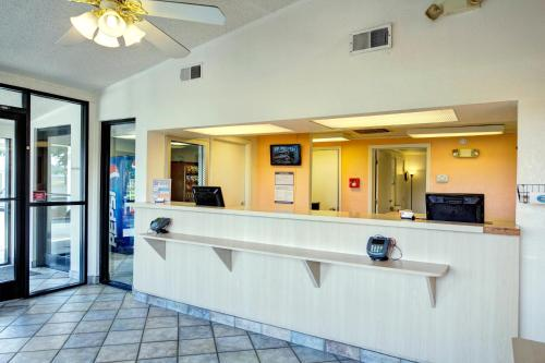 Motel 6 Burlington North Carolina Photo