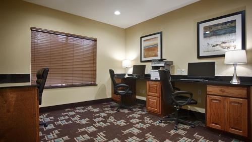 Best Western Plus Fort Worth Forest Hill Inn & Suites Photo