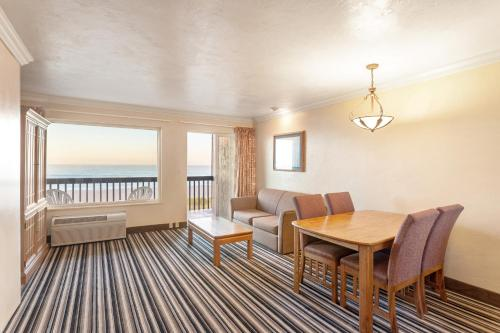 Best Western Plus Lincoln Sands Oceanfront Suites Photo