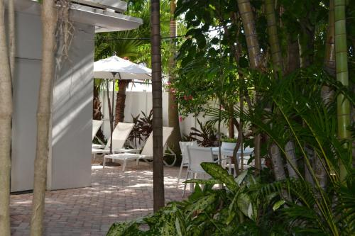 Hotel Lush Royale - All Male Gay Resort A North Beach Village Resort Hotel Photo