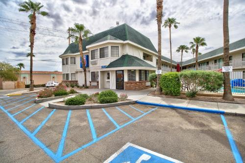 Motel 6 Yuma East Photo