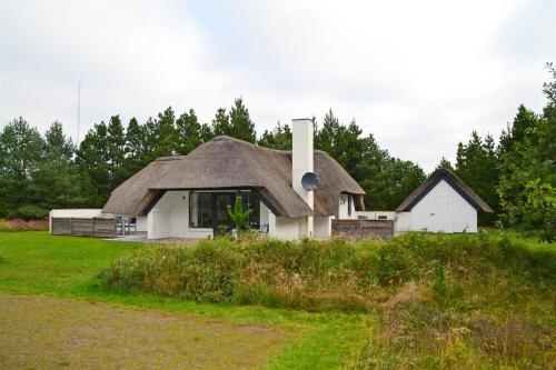 http://www.booking.com/hotel/dk/holiday-home-karl-b-2190.html?aid=1728672