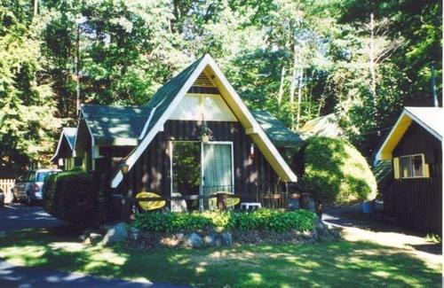 Amber Lantern Duplex Cottage Photo