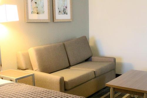 Best Western Plus Hotel & Suites Airport South Photo