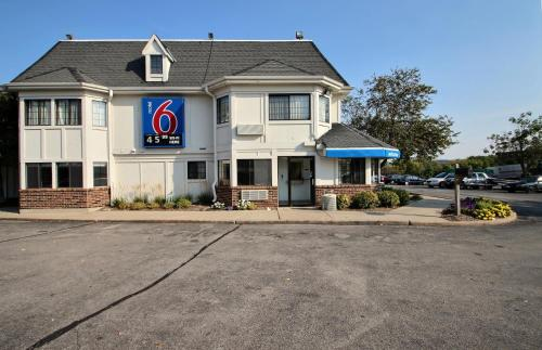 Motel 6 Milwaukee West - Brookfield Photo
