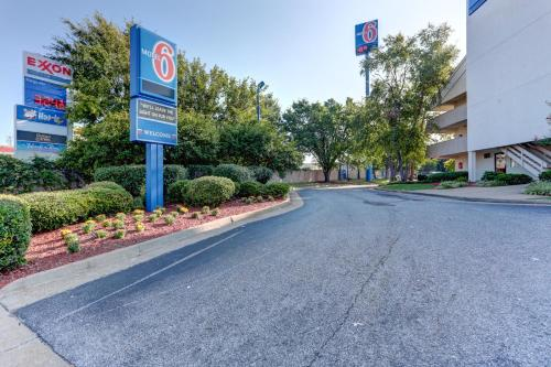 Motel 6 Memphis Downtown Photo