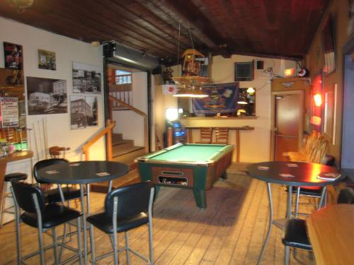 Armstrong Hotel & Saloon Photo