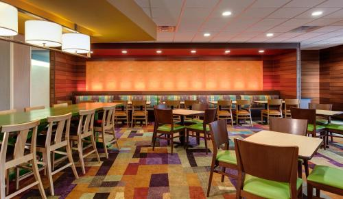 Fairfield Inn & Suites by Marriott Canton South Photo