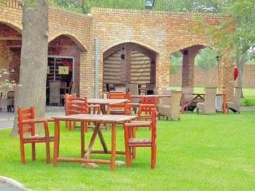 Sarabi Country Lodge