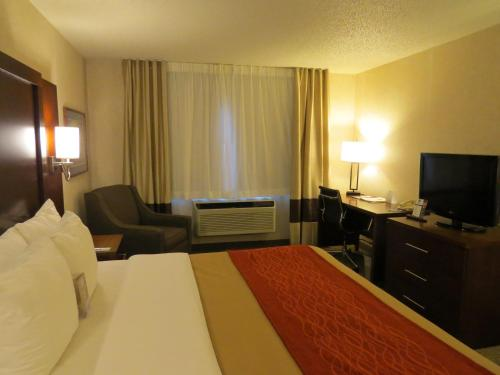 Comfort Inn North Colorado Springs Photo