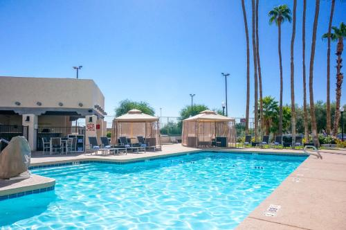 Four Points by Sheraton Phoenix South Mountain Photo