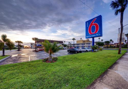 Motel 6 Cocoa Beach Photo