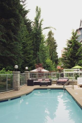 Summit Lodge Boutique Hotel Whistler Photo