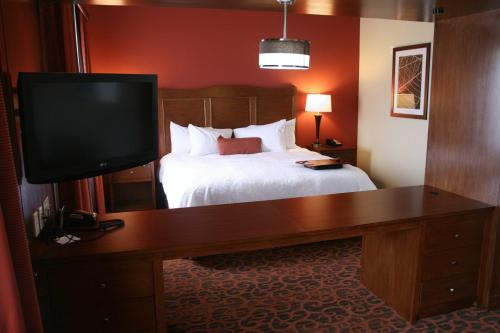 Hampton Inn & Suites Bastrop Photo