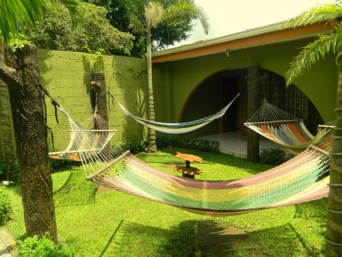 Hostel Backpackers La Fortuna Photo