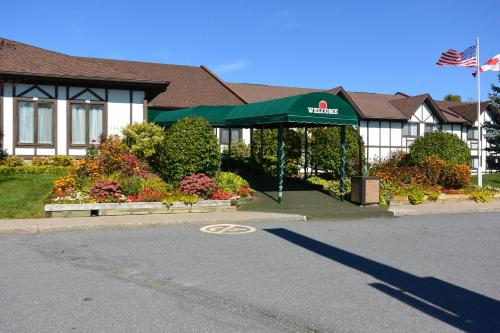 McIntosh Country Inn & Conference Centre Photo