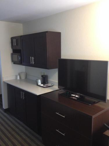 Holiday Inn Express Montgomery East I-85 Photo
