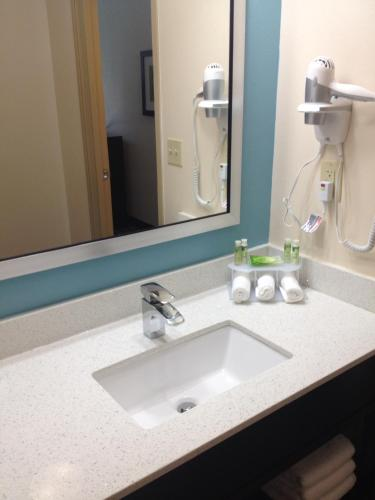 Holiday Inn Express Montgomery - East I-85 - Montgomery, AL 36106