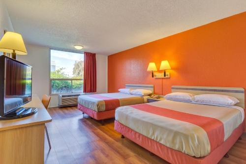 Motel 6 San Francisco - Redwood City Photo