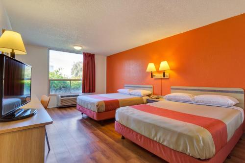 Motel 6 San Francisco - Redwood City - Belmont, CA 94002