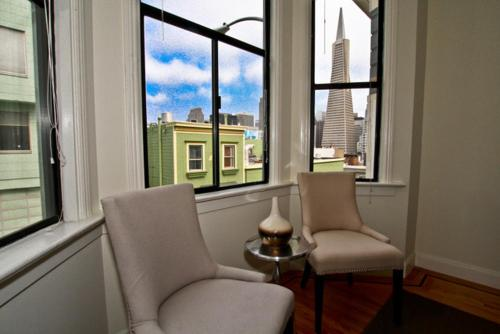 North Beach - Transamerica Pyramid Views Apartment - San Francisco, CA 94133
